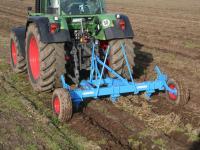 Разрыхлитель почвы в действии