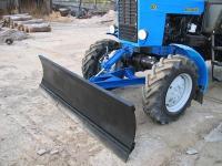 Трактор с хозяйственным отвалом